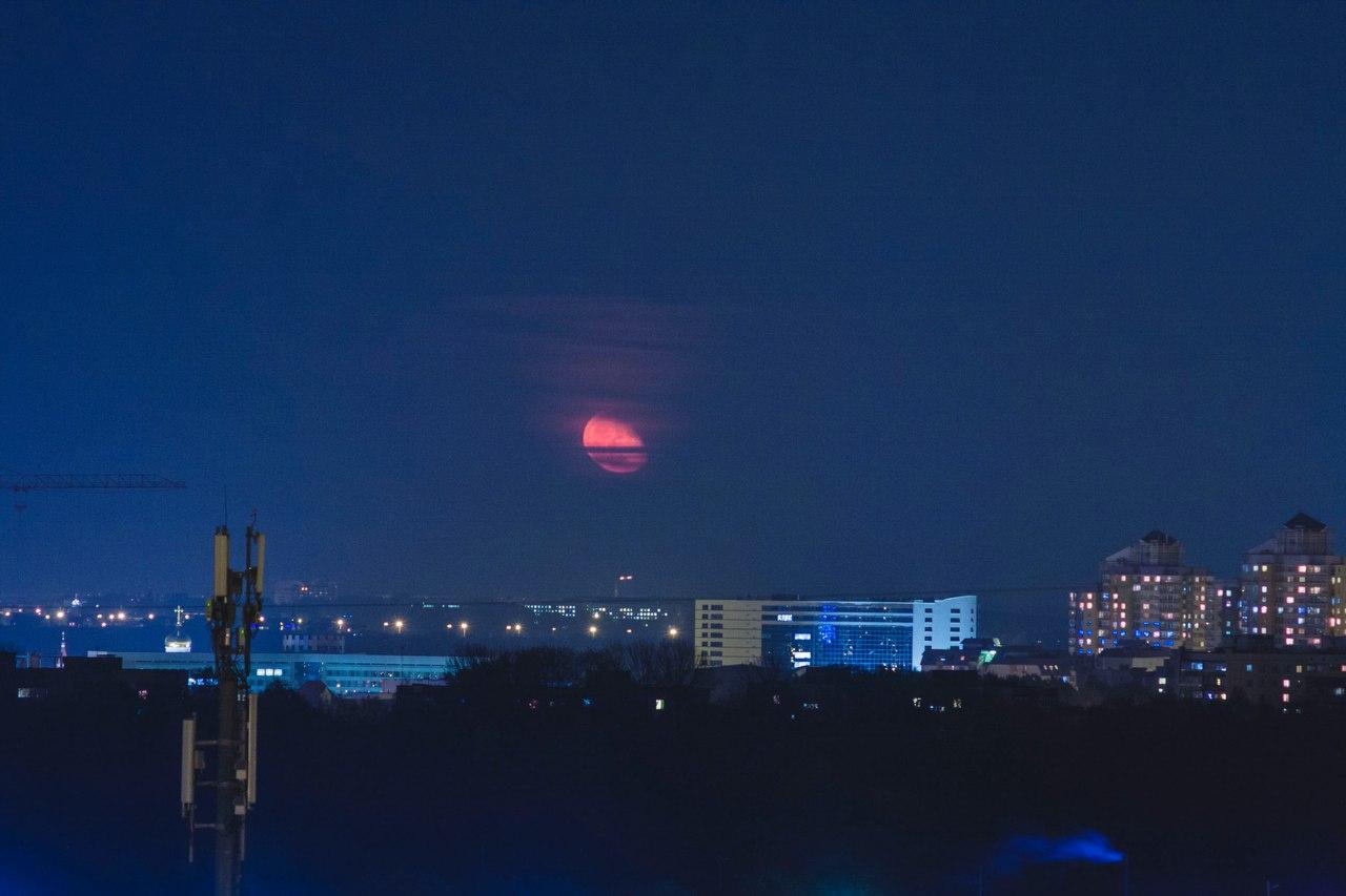 делаем фото восход луны над днепром занимаются